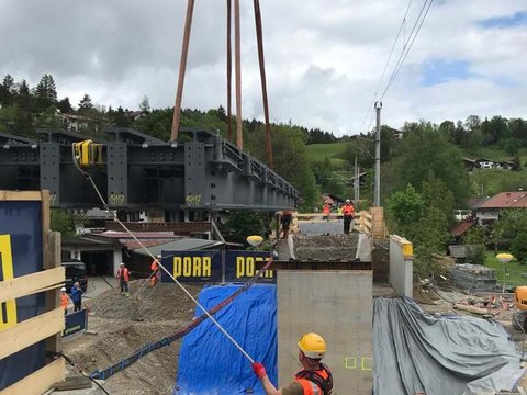 2 Steel-reinforced concrete coffer dams fort he new construction of the EÜ
